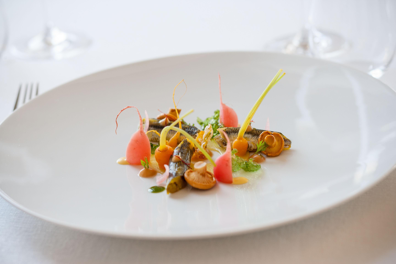 ESCAPESCE Gel di carpione, verdurine in agrodolce, Alici marinate allo Zafferano di Triora, pesce fritto croccante.
